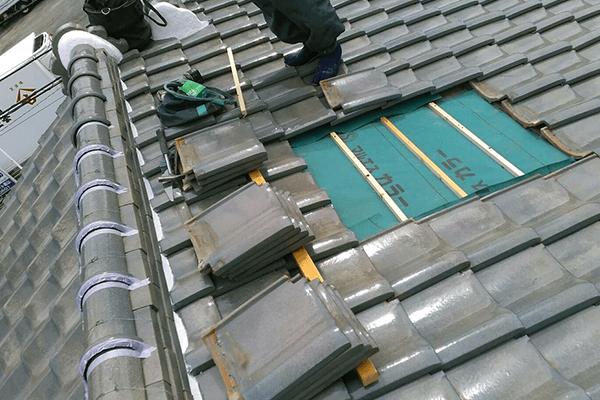 瓦の差し替え工事
